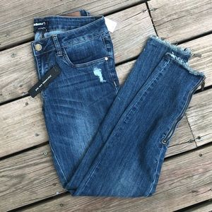Detailed distressed skinny jeans